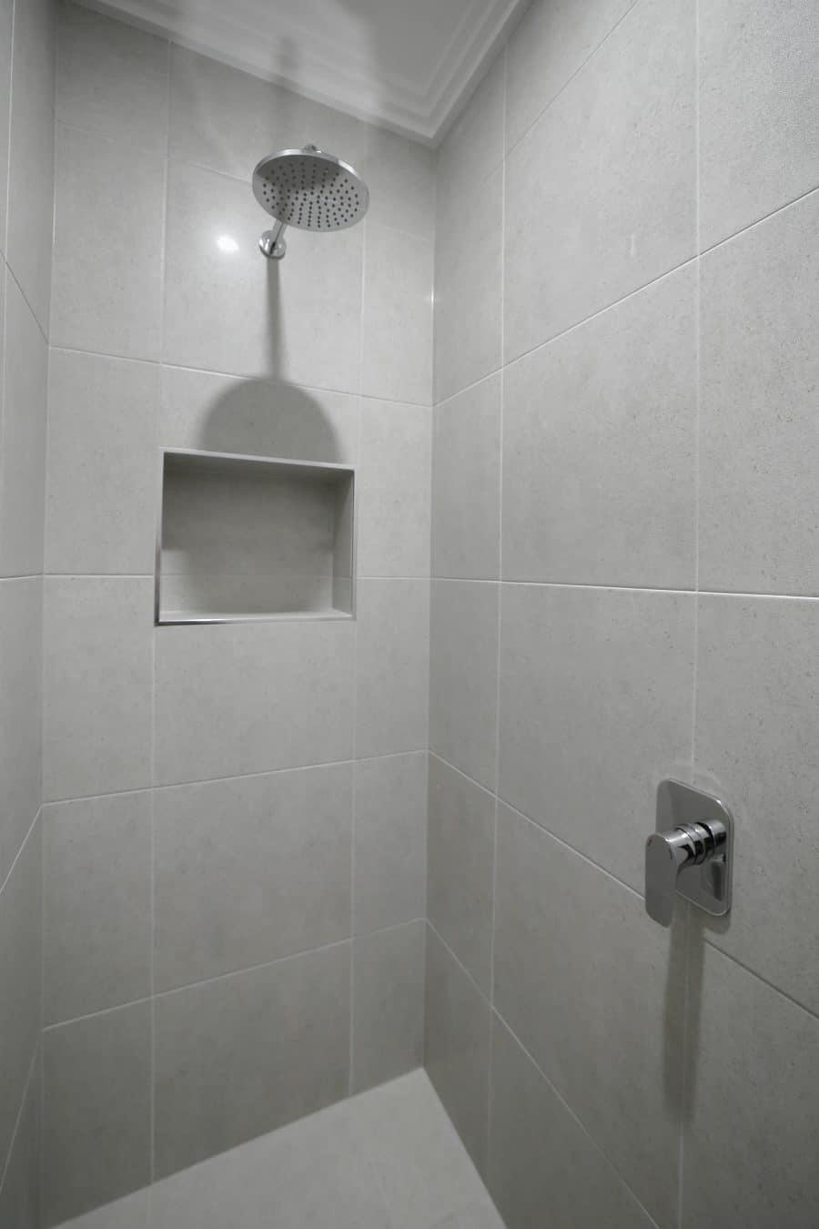 Hollows House Bathroom 2
